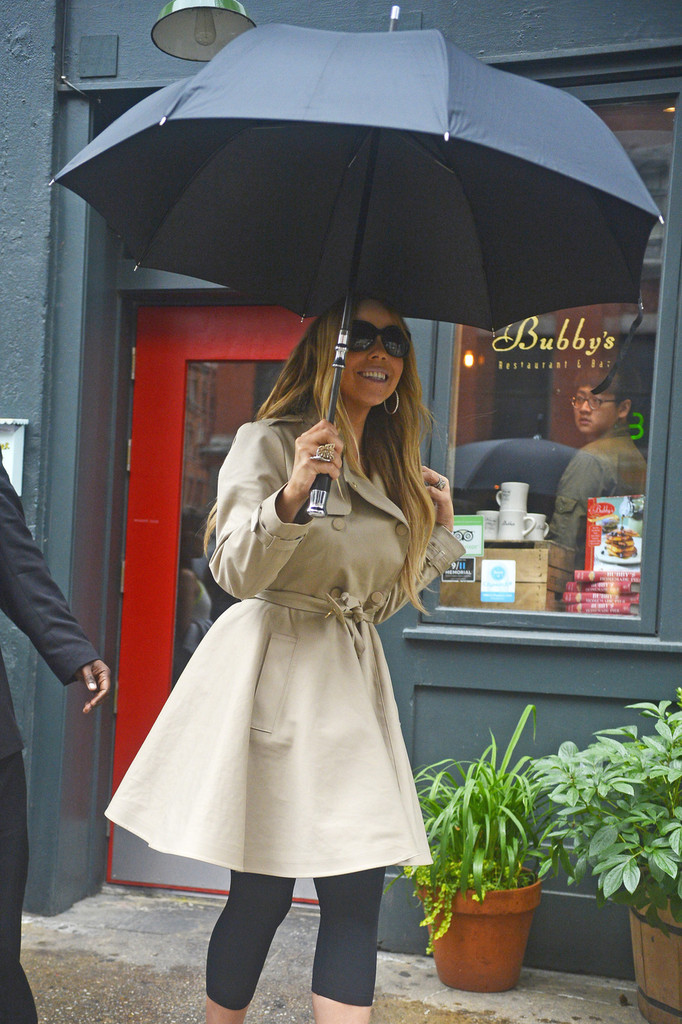 Mariah Carey leaves after having lunch at Bubby's in New York City. (May 24, 2013)