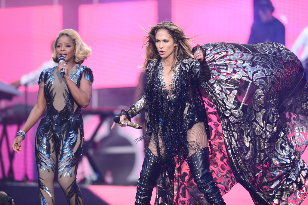 """(L-R) Mary J Blige and Jennifer Lopez perform on stage at the """"Chime For Change: The Sound Of Change Live"""" Concert at Twickenham Stadium on June 1, 2013 in London"""