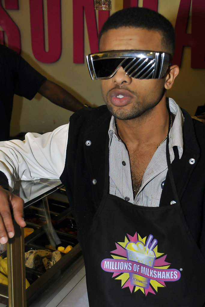 Singer Raz B (B2K) is 28 today