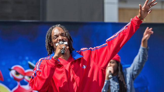 Snoop Dogg aka Snoop Lion performs during the Turbo-Charged Party and Surpise Pop-Up concert at L.A. Live for E3 Gaming Convention at Nokia Plaza L.A. LIVE on June 12, 2013 in Los Angeles