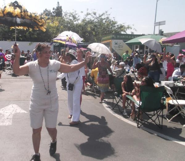 Mardi Gras 2nd Line Dancers (harold & belle's)