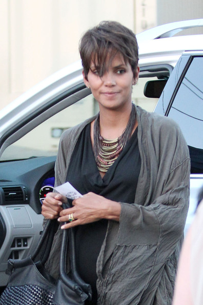 Halle Berry out for dinner with friends in Los Feliz, Los Angeles. (July 29, 2013)