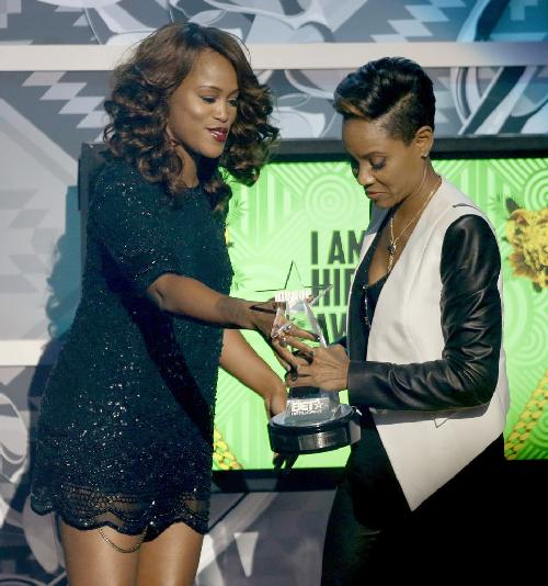 eve & mc lyte (2013 bet hip hop awards)