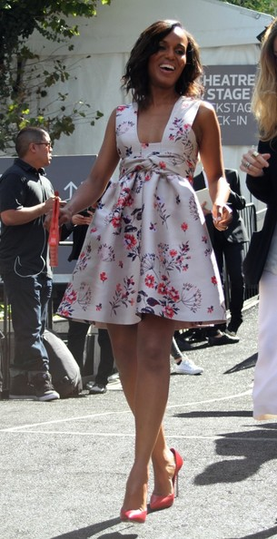 Kerry Washington is all smiles as she leaves the 'Project Runway' show at New York Fashion Week on September 6, 2013