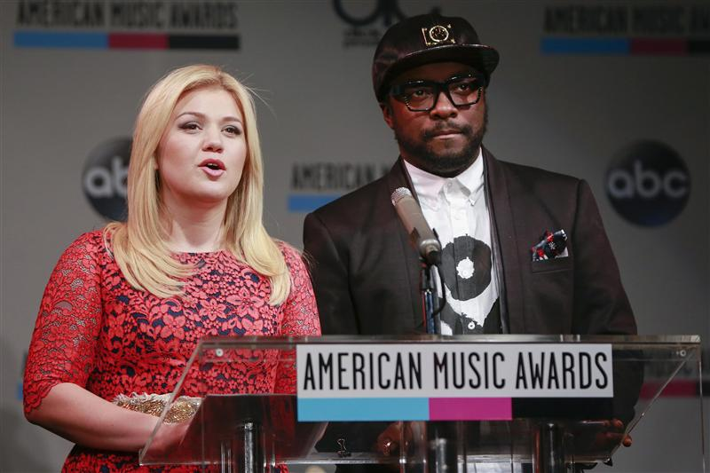 Singer Kelly Clarkson and rapper Will.i.am
