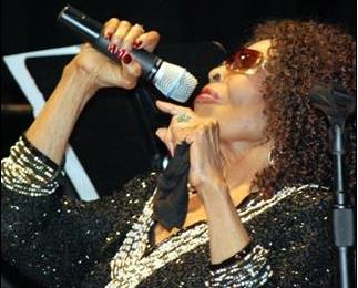 gloria lynne (with mic)
