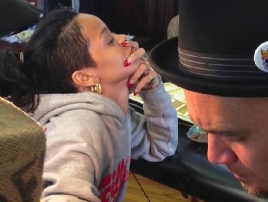 rihanna getting tribal tattoo