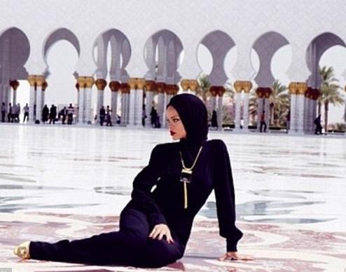rihanna mosque 2