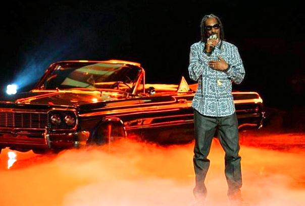 Snoop Dogg hosts the BET Hip Hop Awards 2013