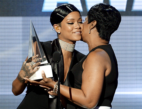 rihanna & her mother (2013 ama)
