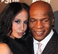 Mike-Tyson-renews-wedding-vows