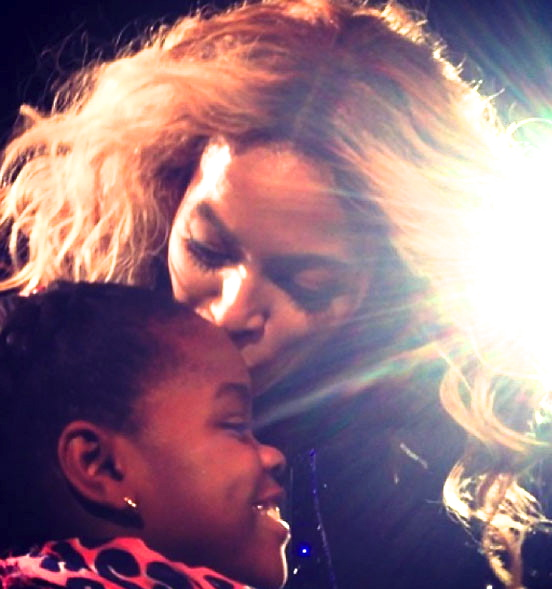 beyonce_kisses_mercy_james_700412