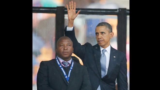 fake mandela memorial interpreter & obama