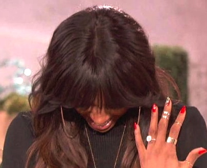 kelly rowland shows off engagement ring