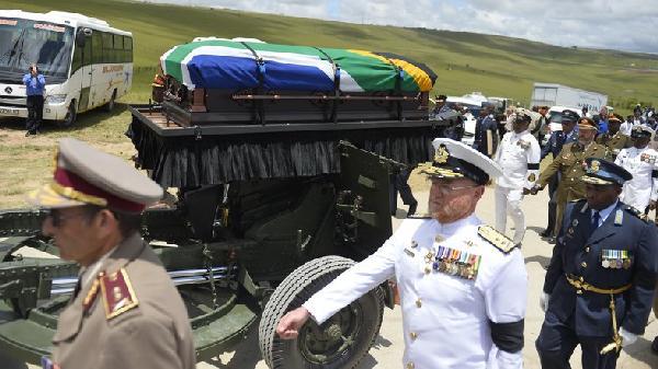 mandela coffin on gun carriage
