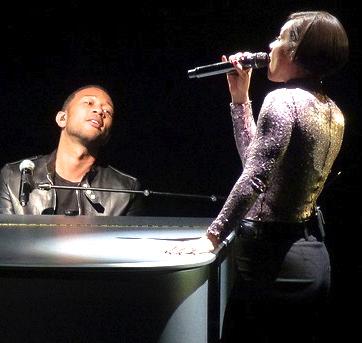 Alicia-Keys-Tributes-Nelson-Mandela-in-Concert-John-Legend-Supports