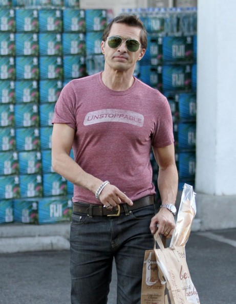 Olivier Martinez goes grocery shopping at Bristol Farms in Beverly Hills, California on January 16, 2014