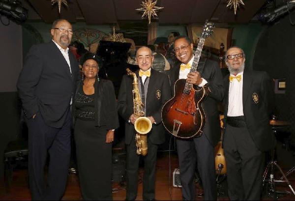 Minton's owner and Apollo Theater Board Chair Richard Parsons and Minton's House Band
