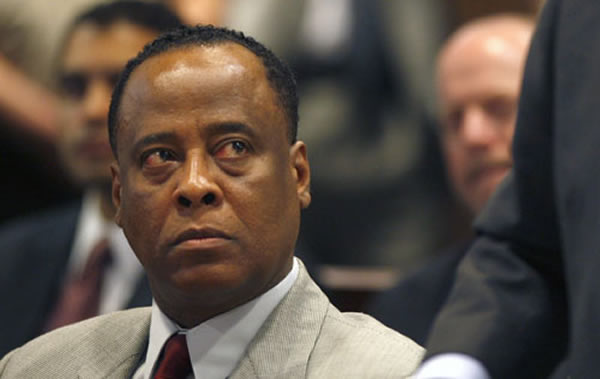 The 64-year old son of father (?) and mother Milta, 176 cm tall Conrad Murray in 2017 photo