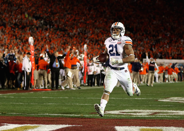 Running back Tre Mason #21 of the Auburn Tigers runs for 37-yard touchdown against the Florida State Seminoles in the fourth quarter to take a 31-27 lead in the 2014 Vizio BCS National Championship Game at the Rose Bowl on January 6, 2014 in Pasadena, California