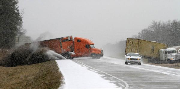 trucks skidding off road in southern snowstotm