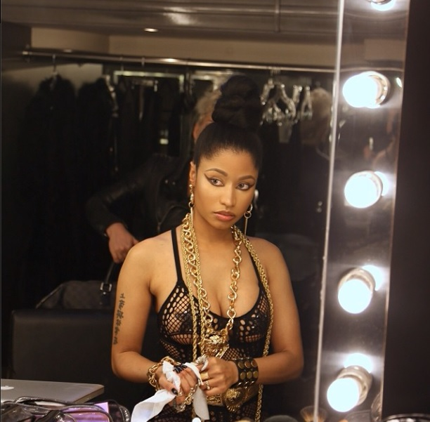 Nicki Minaj Takes Off Her Wig Natural Hair Don T Care