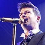 Robin Thicke Dedicates Song to Paula Patton at Virginia Concert
