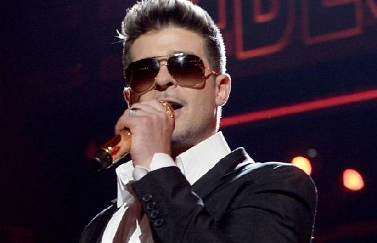 robin thicke - with mic