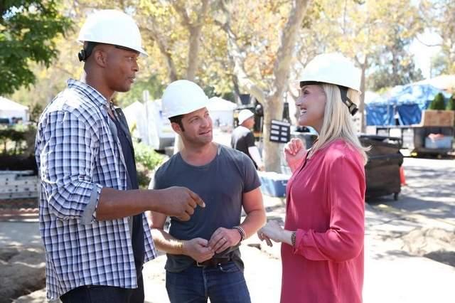 Eddie George, left, Nate Berkus and Monica Pedersen judge home renovations on 'American Dream Builder.'