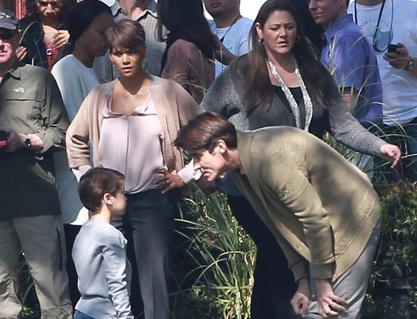 Actress Halle Berry is spotted back to work filming scenes for her new TV show 'Extant' with co-star Goran Visnjic on February 14, 2014 in Los Angeles, California