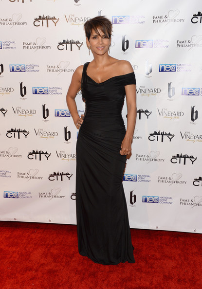 Actress Halle Berry attends the Fame and Philanthropy Post-Oscar Party at The Vineyard on March 2, 2014 in Beverly Hills, California