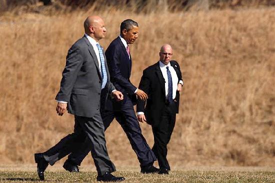 obama & secret service agents
