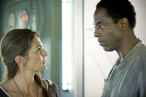 "Paige Turco as Abby and Isaiah Washington as Chancellor Jaha in The CW's ""The 100"""