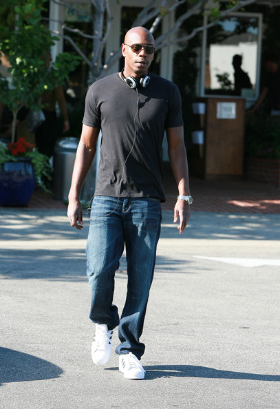 Actor/comedian Dave Chappelle eats lunch and listens to music on his headphones at Fred Segal in West Hollywood. (July 2, 2009)