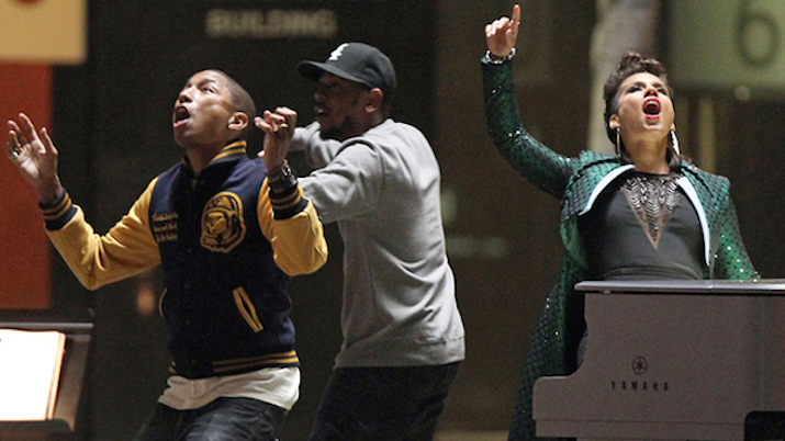 """(L-R) Pharrell Williams, Kendrick Lamar, Alicia Keys film the video for """"It's On Again"""""""