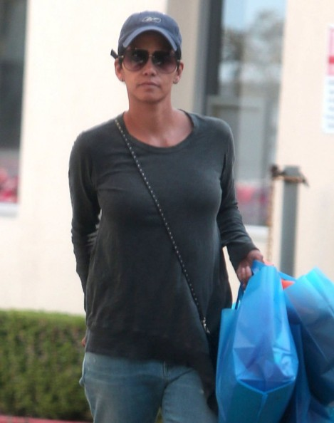 Halle Berry out shopping at Sunset Kids Boutique in Beverly Hills, California on March 23, 2014.