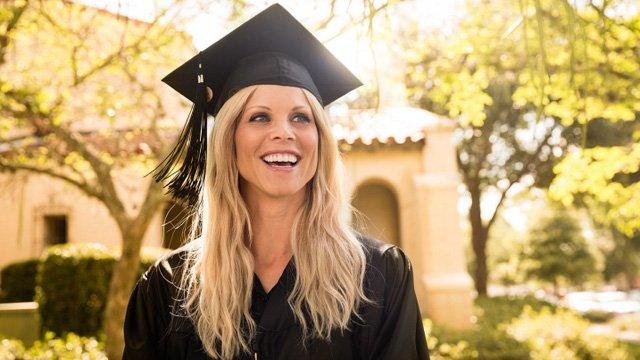nordegren-elin-smiling-graduate-051014-640x360