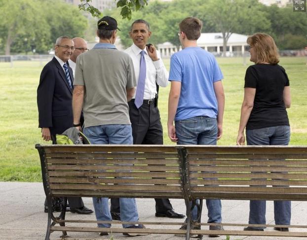 obama & tourists