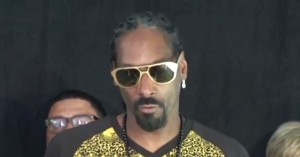 Snoop Dogg speaks at an event in San Francisco to raise awareness of his No Guns Allowed campaign (May 29, 2014)