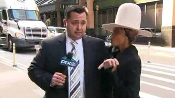 Erykah-Badu-Crashes-Live-TV-News-Broadcast