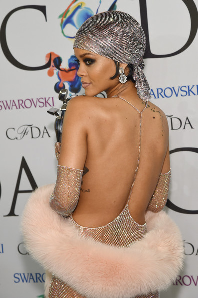 rihanna cfda back close