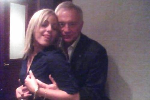 jerry jones - hands on boobs