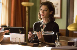 Lizzy Caplan as Virginia Johnson in Masters of Sex (season 2, episode 2)
