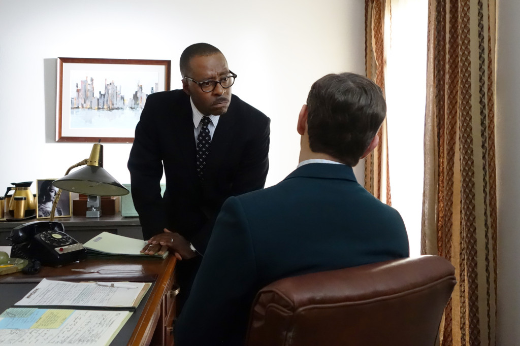 Dr. Hendricks (Courtney B. Vance) tries to convince Bill Masters (Michael Sheen) to keep pushing to integrate  his hospital Buell Green.
