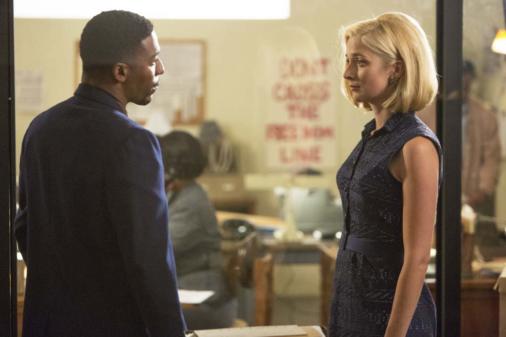 """Robert (Jocko Sims) confronts Libby (Caitlin Fitzgerald) about what she's actually willing to do as a CORE volunteer in """"Masters of Sex"""" (Season 2, Episode 9)"""
