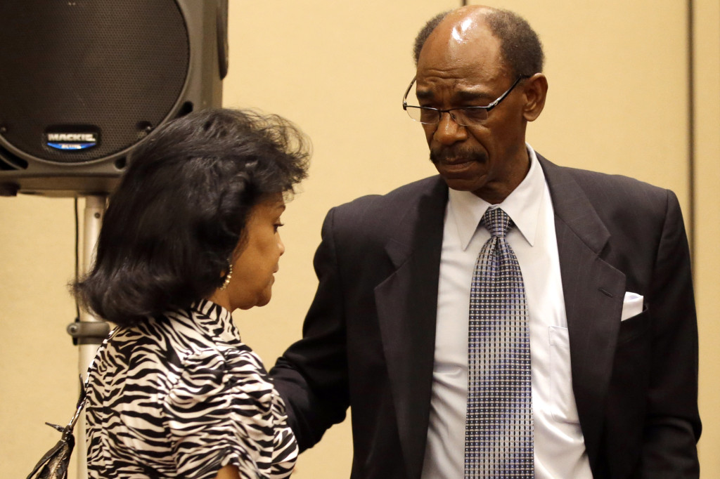 Former Texas Rangers manager Ron Washington escorts his wife Gerry, left, away after Washington made a statement at a news conference, Thursday, Sept. 18, 2014, in Irving, Texas.