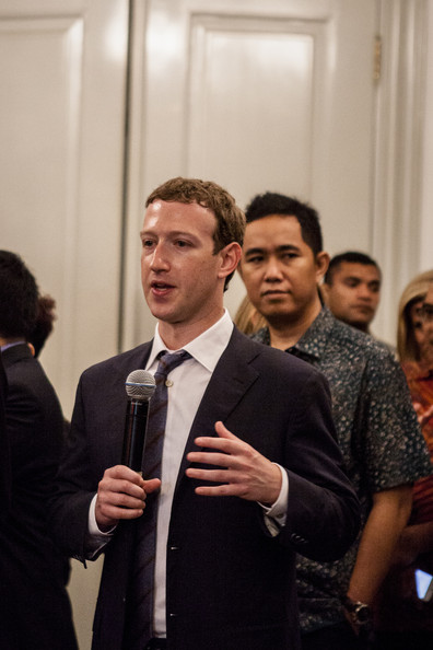 Facebook founder Mark Zuckerberg (R) gives a press conferrence after meeting with Indonesian President-elect Joko Widodo on October 13, 2014 in Jakarta, Indonesia