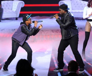 "Astro and 50 Cent perform in ""The X Factor"" finale during season 1 on Fox"