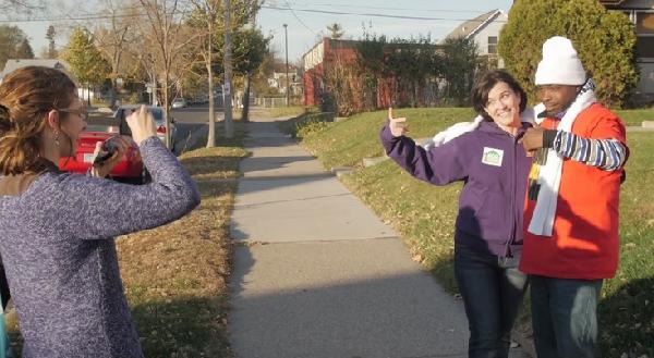 mayor hodges pointing2
