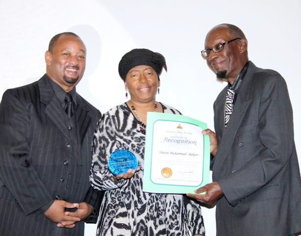 Najee Ali Presents Certificate of Recognition To Sharyn Muhammad-Bakeer